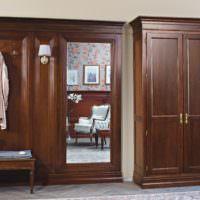 Классическая мебель в интерьере прихожей