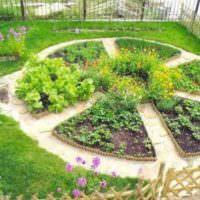 Клумба на садовом участке своими руками