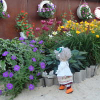 Клумба с цветами своими руками