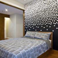 Дизайнерское оформление стены в супружеской спальне