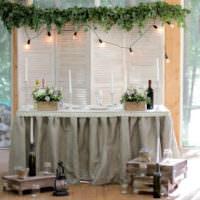 Декорирование свадебного стола в деревенском стиле