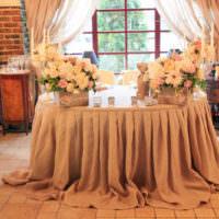 Оформление свадебного стола в бежевом цвете