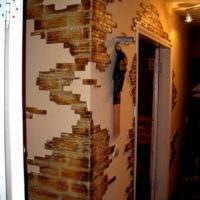 Декор из искусственного камня для стен прихожей