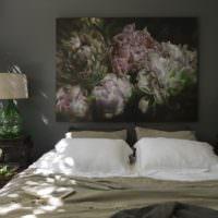 Панно с цветами в спальне