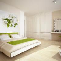 Светлая спальня с панно на белой стене