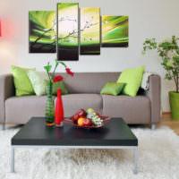 Интерьер жилой комнаты с панно над диваном