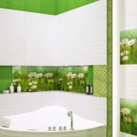 Керамическое панно с ромашками в ванной