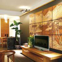 Деревянное панно в интерьере гостиного помещения