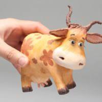 Игрушечная коровка из папье-маше своими руками
