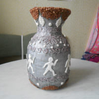 Декоративная ваза, изготовленная в технике папье-маше для декорирования интерьера