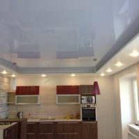 пример необычного дизайна потолка кухни фото