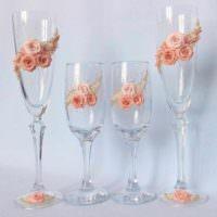 идея яркого оформления дизайна свадебных бокалов картинка