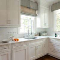 пример яркого интерьера окна на кухне картинка
