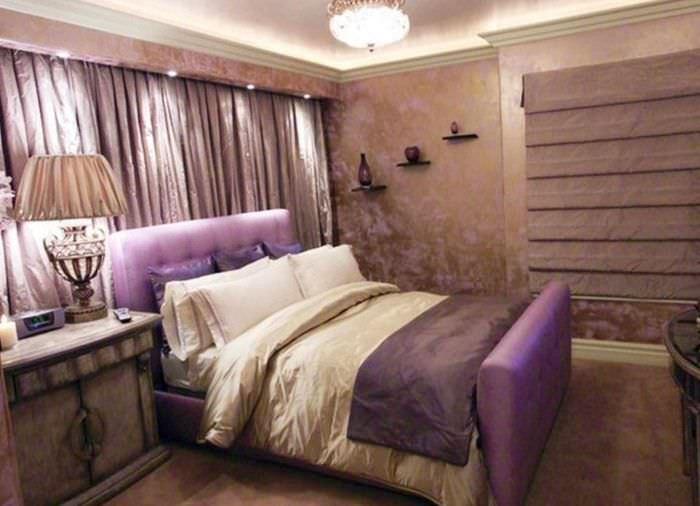 идея яркого оформления декора стен в спальне