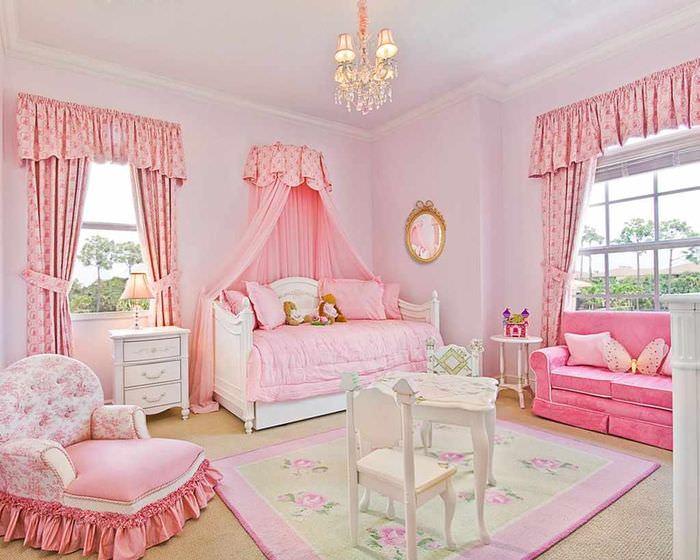 вариант светлого стиля спальни для девочки