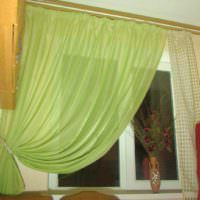 пример красивого декора окна на кухне картинка