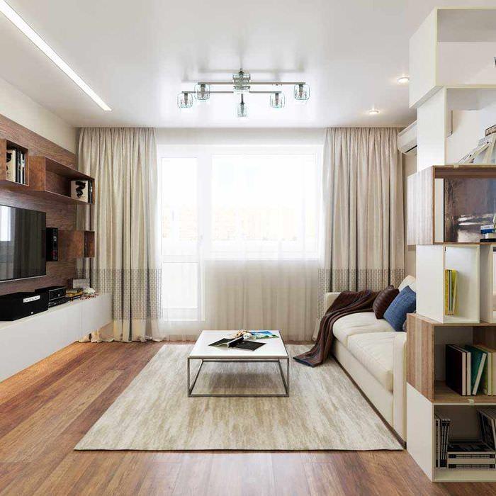 пример светлого интерьера проходной гостиной