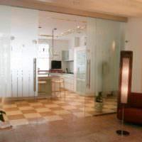 вариант применения перегородки в декоре квартиры картинка