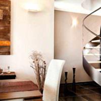 вариант красивого дизайна лестницы в честном доме фото