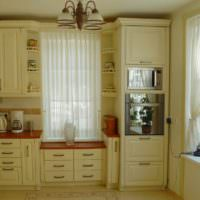 вариант необычного интерьера окна на кухне картинка