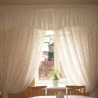 идея необычного стиля окна на кухне фото