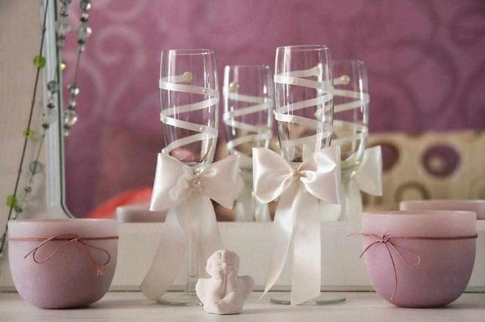 идея яркого украшения дизайна свадебных бокалов
