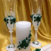 идея яркого оформления декора свадебных бокалов фото