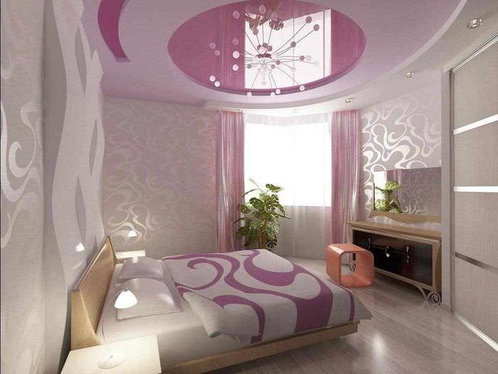 вариант яркого интерьера спальни