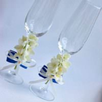 пример красивого украшения декора свадебных бокалов картинка