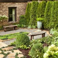 Уютный задний дворик в английском стиле