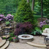 Уголок для отдыха в глубине сада