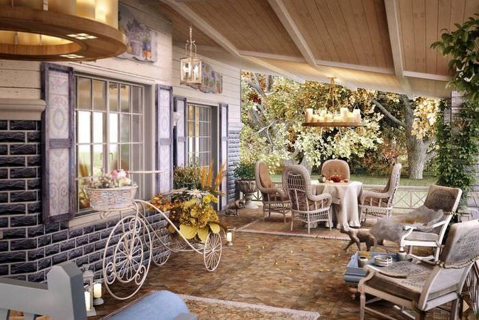 Открытая терраса загородного дома в стиле прованс