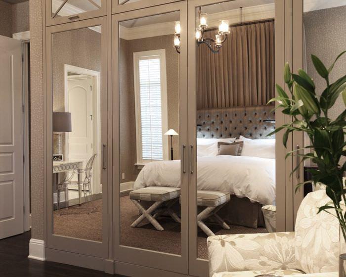 Зеркальный шкаф в дизайне спальни 12 кв метров