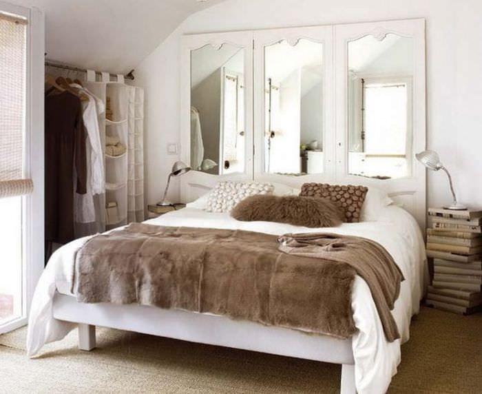 Спальня 12 квадратных метров в мансарде загородного дома