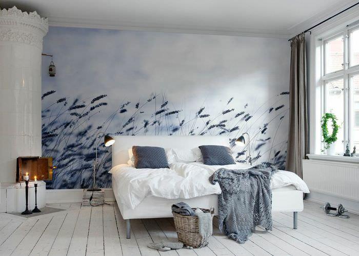 Холодные оттенки на фотообоях в дизайне спальни