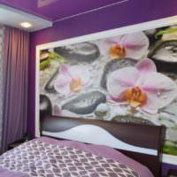 Крупные цветы на фотообоях в спальне