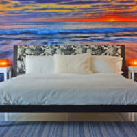 Берег моря и закат на фотообоях в спальне
