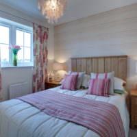 Изголовье из древесины над кроватью в спальне 12 кв м