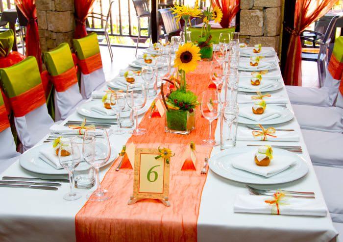 Оформление гостевого стола на свадьбе
