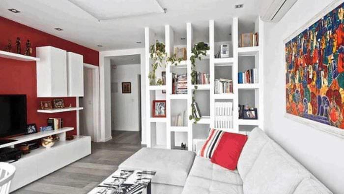 вариант применения перегородки в интерьере квартиры