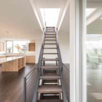 идея красивого интерьера лестницы фото