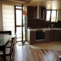 вариант необычного дизайна окна на кухне фото