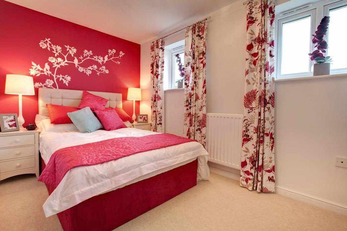 вариант красивого оформления дизайна стен в спальне