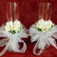 идея красивого украшения декора свадебных бокалов картинка