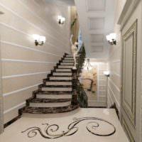 вариант яркого интерьера лестницы в честном доме картинка
