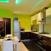 вариант светлого дизайна потолка на кухне фото