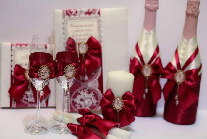идея яркого оформления дизайна свадебных бокалов