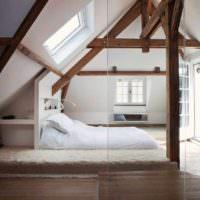 пример использования перегородки в интерьере дома фото