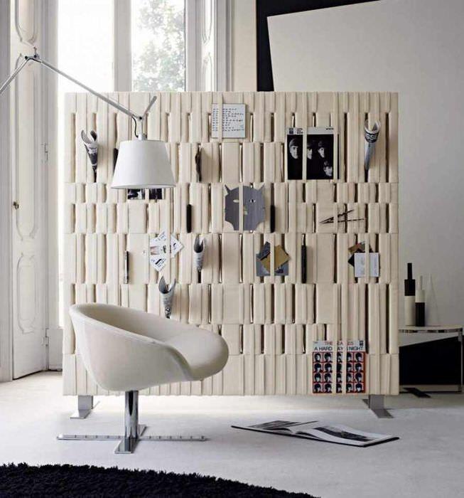 пример использования перегородки в декоре комнаты