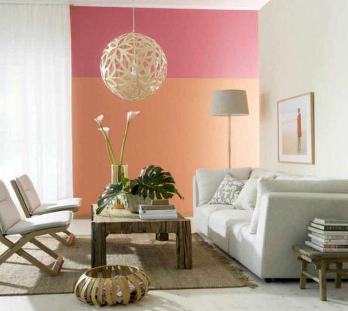 пример сочетания необычного персикового цвета в декоре квартиры